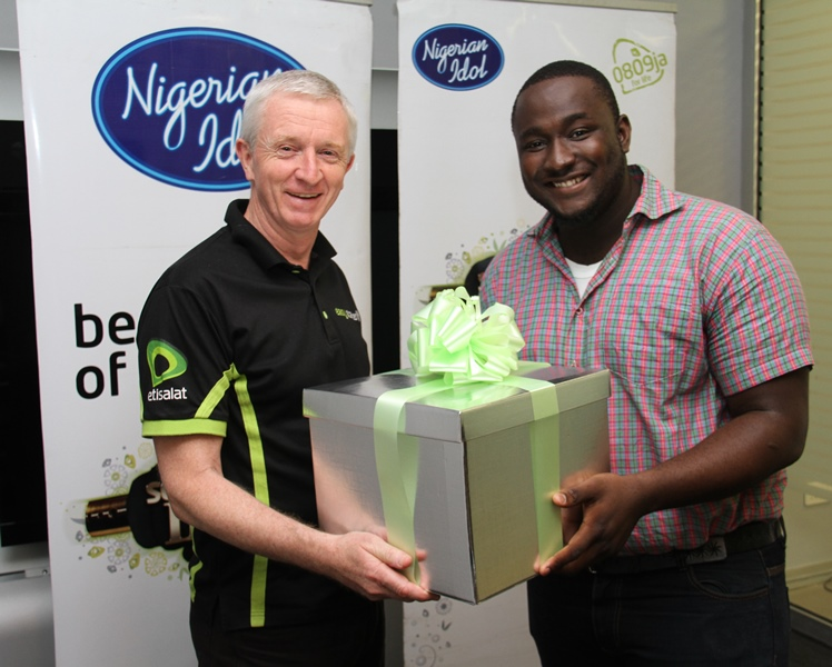 L - R: Chief Executive Officer, Etisalat Nigeria, Steven Evans presenting a gift to Nigerian Idol 3 Winner, Moses Obi-Adigwe during the first and exclusive listening session of the winner's maiden music singles, held at Etisalat Headquarters on Banana Island, Lagos, on Friday, 14th June, 2013