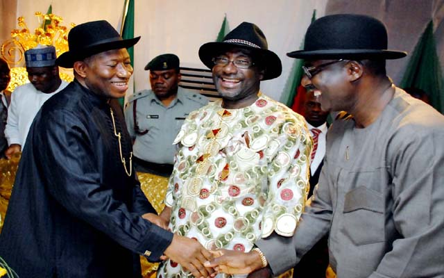 L -R , PRESIDENT GOODLUCK JONATHAN ; CHAIRMAN , RIVER STATE PDP , PRINCE FELIX OBUAH AND FORMER DEPUTY SPEAKER , NATIONAL HOUSE OF ADSSEMBLY HONOURABLE CHIBUDOM NWUCHE DURING THE RIVER STATE PDP DELEGATES VISIT TO THE PRESIDENTIAL VILLA , ABUJA ...YESTERDAY (04-07-2013) . GODWIN OMOIGUI