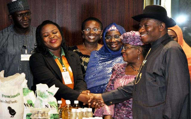 R -L , PRESIDENT GOODLUCK JONATHAN ; CORDINATOR OF THE NATIONAL ECONOMIC TEAM AND MINISTER OF FINANCE, DR, NGOZI OKONJO -IWEALA ; MINISTER OF EDUCATION , PROFESSOR  RUQAYYATU RUFA'I  ; MINISTER OF STATE ,  FORIEGN AFFAIRS -1, PROFESSOR VIOLA ONWULIRI  AND THE BENEFICIARY OF YOU- WIN PROJECT, ELIEL ISAAC -SAM  AT THE PRESENTATION CEREMONY OF YOU-WIN PRODUCTS  HELD AT THE PRESIDENTIAL VILLA ,ABUJA ..YESTERDAY (03-07-2013) . GODWIN OMOIGUI