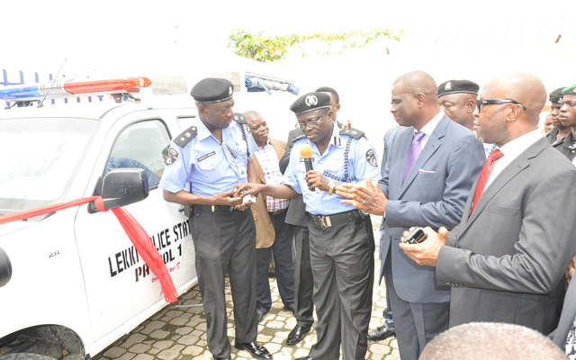 Lagos State Deputy Commissioner of Police (Admin), Felix O. Ogundeji (2nd L) handing over the keys of the SUV Patrol Van donated by Airtel Nigeria to the Lekki Police Post to the DPO, Maroko Division, CSP Johnson O. Adenola (l) during the Commissioning of the Police Post renovated by Airtel Nigeria in Lagos recently. With them are the CEO/MD, Airtel Nigeria, Segun Ogunsanya (2nd r) and Vice-Chairman, Lekki Residents Association, Engr. Jerry Otiji (r).