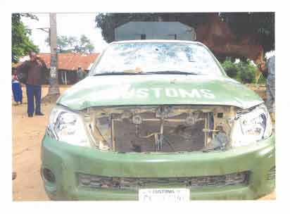 Smugglers attack Customs officers vehicle