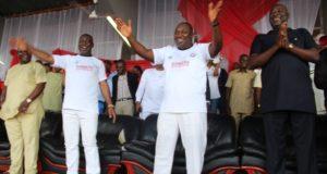 enugu-state-governor-rt-hon-ifeanyi-ugwuanyi-celebrating-rangers-international-fc-of-enugu-win-of-nigeria-professional-football-league