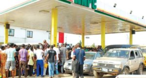 fuel-queue-at-nnpc-gas-station