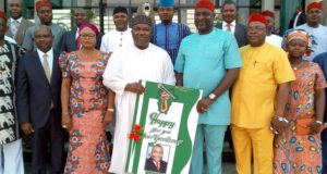 Gov. Ifeanyi Ugwuanyi of Enugu State with Members of the Enugu State House of Assembly, when Honourable members led by their Speaker, Rt.  Hon. Edward Ubosi (3rd right) paid him (governor) a New Year visit, at the Government House, Enugu, yesterday