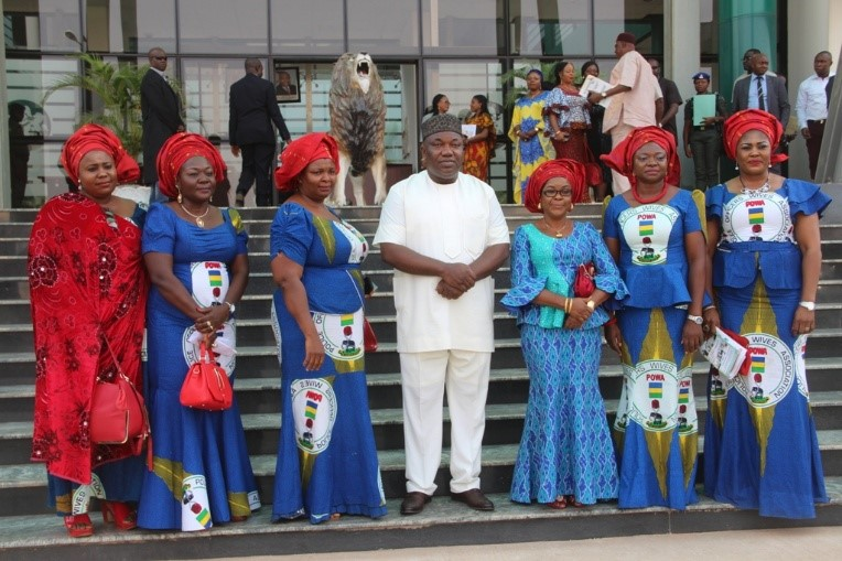 governor-ifeanyi-ugwuanyi-of-enugu-state-with-members-of-the-police-officers-wives-association